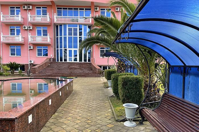 номер полулюкс с одной большой кроватью